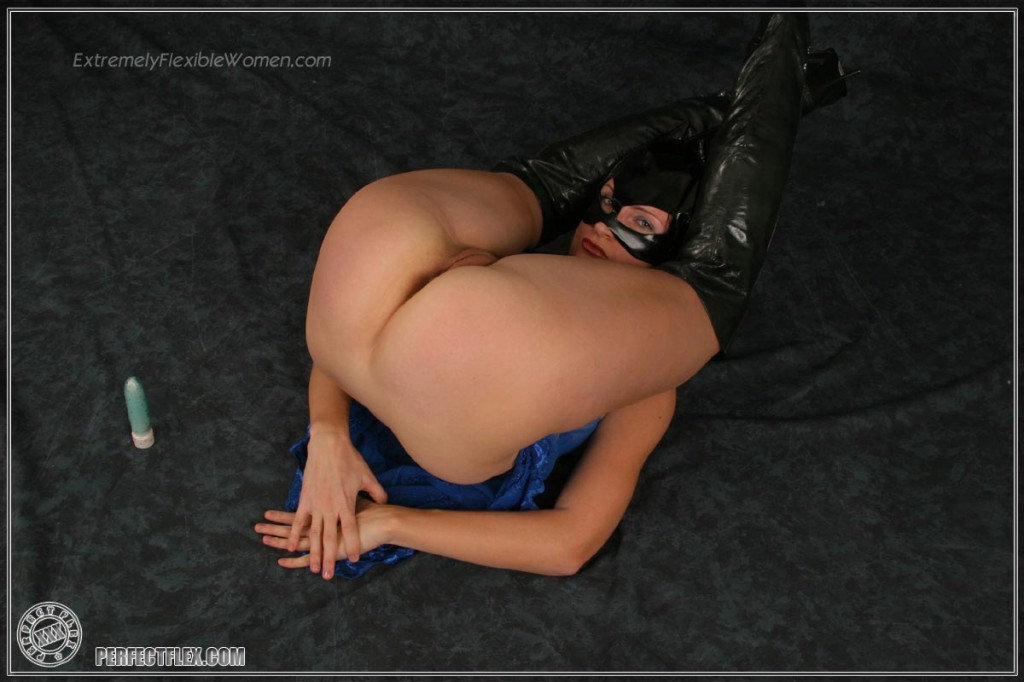 Nude flexible woman